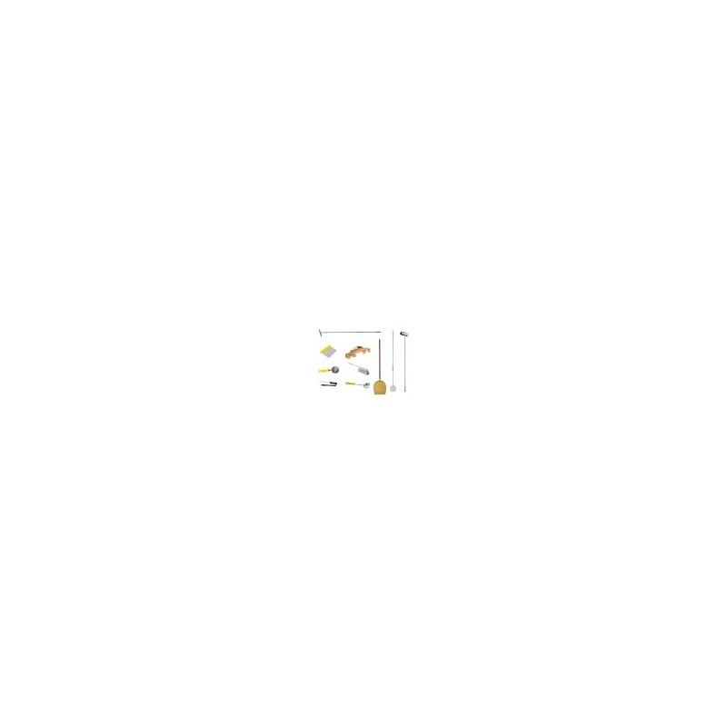 Kit Pizzaïolo 10 pièces 40/26 : 2 pelles (enfourner 40 et défourner 26), 1 roulette, 1 louche 90g, 1 coupe pâton, 1 thermomètre